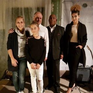 <font color=&quot;#d30008&quot;>PILDID |</font> Dave Bentoni ja tema tütre Sissi heategevuslik kontsert sai Kirna mõisa