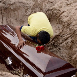 Мертвая женщина родила в гробу