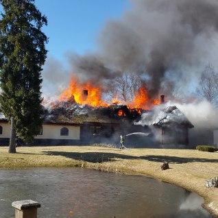 <font color=&quot;#d30008&quot;>GALERII |</font> Lootuse küla naistekeskuse peahoone hävis tules