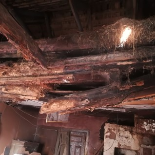 Pärnumaal varises kokku elumaja lagi, sealsamas viibinud eakas elanik pääses ehmatusega