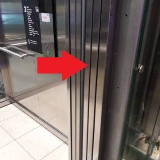 <font color=&quot;#d30008&quot;>ÕUDUS LIFTIS:</font> lapse käe päästis lifti ukse vahelt kinotöötaja toores jõud