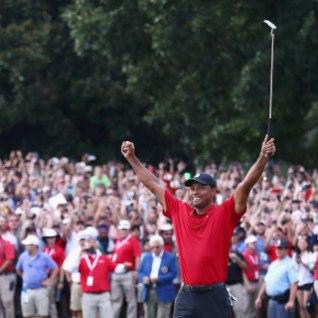 VIDEO | Neli seljaoperatsiooni üle elanud Tiger Woods võitis viieaastase vahe järel turniiri