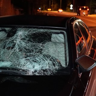 <font color=&quot;#d30008&quot;>FOTOD | </font>Kosel astus pimesi auto ette 27aastane mees, kes viidi raskes seisus haiglasse