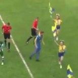 VIDEO | Tantsutüdruk niitis ettevaatamatu jalgpalluri maha nagu vikatiga