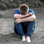 Kuressaares kiusab plikade punt lasteaia hoovis nooremaid