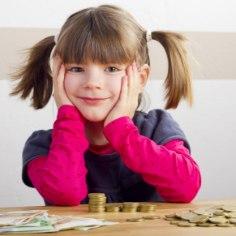 Kui võõrastega rahast rääkimine on meie kultuuriruumis praktiliselt tabuteema, siis pahatihti tekitab ka laste selleteemalistele küsimustele vastamine ebamugavustunnet. The New York Timesi kolumnist Ron Lieber analüüsib, miks lastega rahast rääkimine on raske ja annab mõned soovitused, kuidas nende küsimustega hakkama saada.