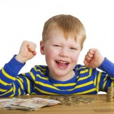 Lapse iseseisvamaks kasvamisel on oluline õpetada talle raha väärtust ja sellele võiksid vanemad tähelepanu pöörata juba varakult.