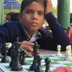 """<a class=""""tag-348"""" href=""""http://www.ohtuleht.ee/teemalehed/india"""">India</a> ettevõtja Suneet Singh Mausil usub, et igal lapsel on õigus võrdsele kohtlemisele ja haridusele. Oma eesmärkide saavutamiseks on ta algatanud sotsiaalse maleaktsiooni, mis aitab leida noortel uusi sõpru ja toetada nende haridust."""