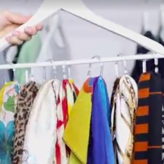 Kas rõivad ei taha kappi ära mahtuda? Siin on 3 kavalat võtet, kuidas lihtsate abivahenditega teha garderoobi ruumi juurde.