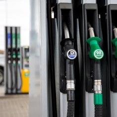 Понедельник на автозаправках Olerex начался с роста цен: стоимость как бензина, так и дизеля поднялась на целых 13 центов за литр.