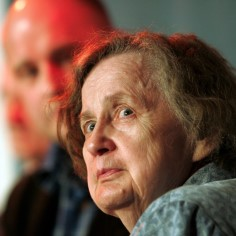 Скончалась эстонская поэтесса и переводчица Эллен Нийт. Об этом Delfi сообщили в Союзе писателей Эстонии.