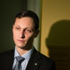 Член Центристской фракции Рийгикогу Дмитрий Дмитриев, который в начале января совершил аварию, временно лишен водительских прав и должен будет заплатить штраф.
