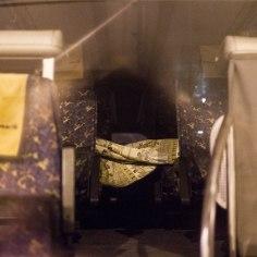 Вчера вечером в автобусе, который ехал в Пярну по маршруту Таллинн-Вильнюс один мужчина напал на другого, в результате чего нанес ему серьезные травмы.
