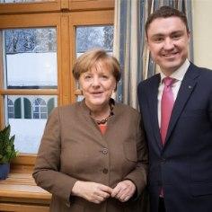 По словам премьер-министра Таави Рыйваса, своим визитом в Эстонию федеральный канцлер Германии Ангела Меркель подтверждает близость двух государств и продолжающиеся уже 25 лет хорошие отношения.