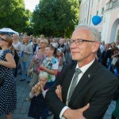 Материально-имущественное положение кандидатов в президенты Эстонии довольно разное: некоторые владеют недвижимостью на исторических территориях в Ляэнемаа, а кредитных обязательств нет только у кандидата с самым большим доходом — Сийма Калласа.
