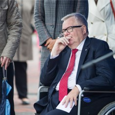 Председатель Центристской партии Эдгар Сависаар считает, что решение правления партии отстранить Оудекки Лооне с поста генерального секретаря является незаконным. Он также постановил созвать чрезвычайный конгресс партии.