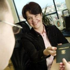 Департамент социального страхования сообщил, что ждет от эстоноземельцев, работавших до 1999 года и еще не вышедших на пенсию, их старые трудовые книжки. Что будет, если их не принести?