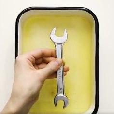 Pikalt seisnud tööriistad on kaetud roostekihiga? Siin on kaval trikk, kuidas roostest kiirelt lahti saada.