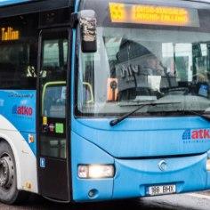 """Вовторник в столичном районеПиритадевочка, входившая в автобус, застряла ногой в двери; автобус протащил ее пару метров. Пассажиры быстро отреагировали, крикнули водителю, и автобус остановился. Ребенок не пострадал, пишет<a href=""""http://rus.delfi.ee/daily/criminal/v-tallinne-avtobus-protaschil-paru-metrov-devochku-zastryavshuyu-nogoj-v-dveryah?id=79798240"""" target=""""_blank""""> rus.delfi.ee.</a>"""