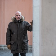 Eesti filmikriitik, -stsenarist ja -režissöör Ilmar Raag jagas täna enda sotsiaalmeedias liigutavat lugu enda ema Urvest ning Reinust, kes vanaduspõlves abieluranda sõudsid.