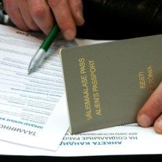 Проблема людей с серыми паспортами в Эстонии остается актуальной. В очередной раз о негражданах вспомнили в связи с высказываниями премьер-министра Эстонии Юри Ратаса.