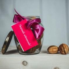 Meie Käsitöö Kondenspiimapähklid on valmistatud ehedal puupliidil nostalgiliste pähkliraudade vahel. Kondenspiimapähklite sisuks on keedetud kondenspiima, mis on mõnusalt karamellise maitsega.