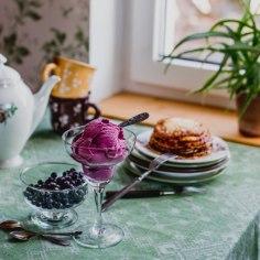 Tallinna külje all asuvast Esko talust tuleb head ja paremat toodangut. Ja mis oleks neist parim naistepäevaks? Loomulikult käsitööna valmiv jogurtijäätis!
