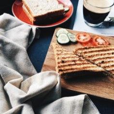 Kuigi paljude inimeste hommikurutiini ei kuulu söömine näljatunde või ka aja puudumise tõttu ning rutiini alustamine tundub võimatuna, on tegelikult kindlaid nippe järgides võimalik tekitada hommikusöögi harjumus vähem kui kuu ajaga.