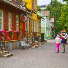 """В сельской местности, где зарплаты маленькие и люди работают неофициально, единственной возможностью для приобретения жилья является обращение к продавцам, предлагающим услугу по покупке недвижимости в рассрочку, пишет<a href=""""http://arileht.delfi.ee/news/uudised/kinnisvara-jarelmaksuga-laenukolbmatu-maaelaniku-viimane-voimalus?id=78876782"""">Eesti Päevaleht.</a>"""