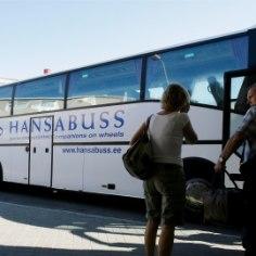 """ВодительHansa BussiliinidAS обнаружил в расчетах рабочего времени ошибку, из-за которой он на протяжение семи месяцев получал меньшую зарплату. Мужчина недополучил в общей сложности более 360 евро. Разочарованный водитель решил уволиться, но работодатель сам прекратил с ним договор, пишет <a href=""""http://epl.delfi.ee/news/eesti/bussifirma-jattis-157-bussijuhile-palga-osaliselt-maksmata?id=79041386"""">Eesti Päevaleht.</a>"""