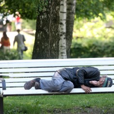 Лечение нарушений из-за злоупотребления алкоголем в Эстонии в среднем может быть доступно уже через пару дней после обращения, но в столице записывающиеся на него сегодня начнут лечиться только в конце августа, рассказывает газетаEesti Päevaleht.