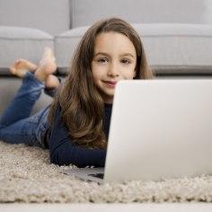 Kooliaasta on uksele koputamas ning seega tuleks ka lapse õppimistoa sisustusele mõelda. Kas on mõni sealsetest esemetest oma aja ära elanud ja vaja uuega asendada? Sisustuspood Common annab nõu!