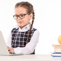 Kooliõpilastele tuleb uusi rõivaid ja sobivat mööblit osta võrdlemisi tihti – on ju tegemist kasvava ja areneva organismiga, kes vajab parimat saavutamaks suurepäraseid õpitulemusi. Sisustuspood Thulema esitleb koolimööblit, mis võiks olla sobiv Sinu lapse tuppa! Ja loomulikult sobivad kõik need asjalikud ja nutikad lahendused ka Sinu enda kodukontorisse!
