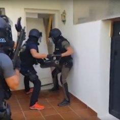 ГосполицияИспаниии агенты гражданских спецслужб по просьбе эстонских властей провели в провинцииМалагаоперацию с участием эстонской полиции, в результате которой были задержаны четверо мужчин в возрасте 27-57 лет, в том числе известный криминальный авторитет Вячеслав Гулевич.