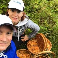 Kui möödunud nädalal tundis võimsast seenesaagist rõõmu Evelin Ilves, siis nädalavahetusel sattusid sõna otseses mõttes kullaauku ka Keit Pentus-Rosimannus ja Rain Rosimannus.