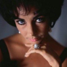 Elizabeth Taylor oli naine, keda omal ajal peeti maailma kauneimaks ning kes ajatu iluikoonina veel tänagi sageli äramainimist leiab. Ent kas teadsid, et tema ainulaadselt jõulise pilgu ja ilu üheks saladuseks oli ka haruldane geenimutatsioon?