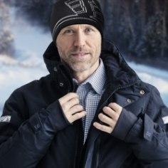 Võiks ju eeldada, et palju riideid selga kuhjates on külma ilmaga õues soe ja haigestumist kartma ei pea. Tegelikult on külmade tingimuste korral riietumine teadus omaette ning väga oluline komponent, hea talvejope, päästab palju.