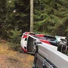 Sotsiaalmeedia on vallutanud külili Toyota Yaris WRC pilt, mida seostatakse värskelt Toyota võistkonnaga liitunud Kris Meeke'i eilse testiga. Meeke sai hooaja keskel Citroenist kinga just sagedaste väljasõitude pärast.