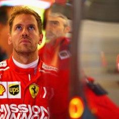 Vormel-1 USA etapi esimene vabatreening muutis MM-sarja liidri Lewis Hamiltoni (Mercedes) elu veelgi lihtsamaks, sest lähim konkurent Sebastian Vettel (Ferrari) teenis rumala karistuse.