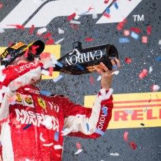 Mitteametlik eeskava nägi ette, et pühapäevast pidi saama Mercedese ja Lewis Hamiltoni pidu. Viies vormel 1 MM-tiitel ja puha! Aga Ferrari ässal Kimi Räikkönenil olid teised plaanid – soomlane võitis Ameerika Ühendriikide GP ja pani iga mootorispordisõbra naeratama.
