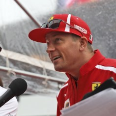Kui alles tuli Kimi Räikkönen välja oma autobiograafiaga, siis nüüd lõi soomlane oma fännid pahviks haikuraamatuga. Kuigi kõik luuletused päris 5-7-5 formaadis pole, on vähemalt igas luuletuses garanteeritud törts jäämehe huumorit.