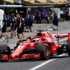 Kuigi Sebastian Vettel peab äpardunud tiimitaktika tõttu Vormel 1 sarja Jaapani GP-le startima kaheksandalt lähtekohalt, ei näita neljakordne maailmameister kellegi suunas näpuga.Vettel ja tema meeskonnakaaslane Kimi Räikkönen olid kolmandas kvalifikatsioonis ainsad, kes läksid rajale keskmiste (vihma)rehviga. Pärast ühte ringi pidid mõlemad mehed aga taas boksi naasma, sest teises ajasõidus vihma saanud rada oli kolmandaks sessiooniks juba kuivanud.