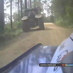 Austraalia rallil juhtus eile õhtul kummaline vahejuhtum. Nimelt sõitis 3. kiiruskatsel kraavi Hyundai sohver Andreas Mikkelsen, kes oli varasemalt möödunud ... traktorist.