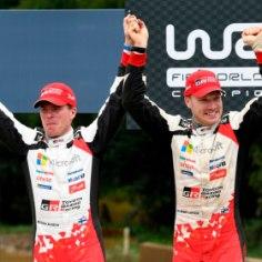 Austraalia MM-ralli võitis soomlane Jari-Matti Latvala, kelle esikoht sai selgeks pärast seda, kui tiimikaaslane Ott Tänak eelviimasel katsel katkestas. Et Latvala sai lisaks rallivõidule tähistada ka Toyota võistkondlikku maailmameistritiitlit, oli soomlase tuju ralli finišis hea.