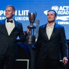 Rahvusvaheline autospordiliit (FIA) tõmbas eile võistlushooajale joone alla Peterburis toimunud galal, kus erinevate MM-sarjade parimad said kätte oma auhinnad.