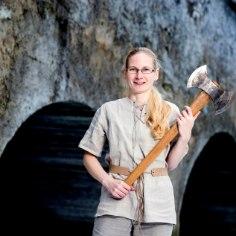 Kallavere matemaatikaõpetaja Maarika Lepiku hobi paneb ka vingemad mehepojad talle alt üles vaatama – tegu on Eesti kõige kõvema naissoost kirveviskajaga.