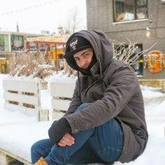 Kui mõni eesti laps oma vanemaid selja taga mutiks ja vanameheks nimetab või neid ropult kirub, haarab temperamentset Tigrani viha: «Vanemaid tuleb austada, nad annavad oma lastele ju kõik! Oma elu! Armeenia peres ei tule selline asi kõne allagi.»