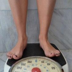 Kaloritele on tuld võimalik anda ka teadlikult trenni tegemata. Lisa need 5 tegevust oma päevaplaani, et paremasse vormi saada.
