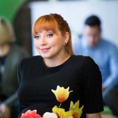 """Vabariigiaastapäeva paiku esimest korda emaks saanud kaunis lauljatar Tanja Mihhailova-Saar kaua koduseinte vahel ei püsi - tegus naine on raputanud puusadelt kõik beebikilod ning toimetab juba stuudios. Tanja näitab oma suurepärast figuuri Instagramis ning annab fännidele teada, et """"<em>something's cooking</em>"""" ehk miskit küpseb. Ootame huviga!"""
