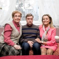 """Anne Veesaar satub juba 25 aastat iga nädal Eestimaa kodudesse helendava ekraani vahendusel """"Õnne 13"""" pere liikmena, andes võimaluse justkui veel üht elu elada."""